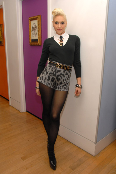 "Gwen Stefani Visits MTV's ""TRL"" - December 7, 2006"