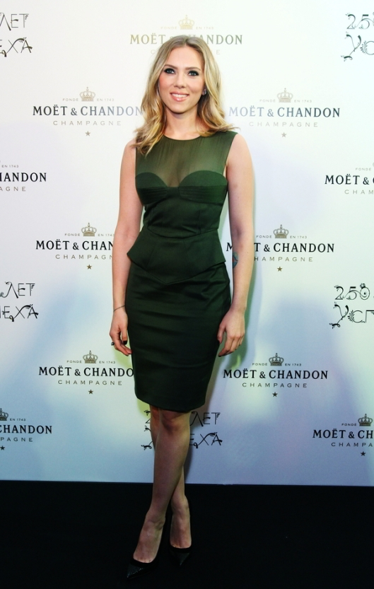 Scarlett-Johansson-At-The-Moet-Chandon-250th-Anniversary-Party