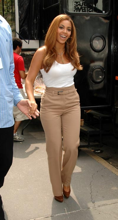 Beyonce-wear-high-waist-trousers-trend-Tips-to-Wear-High-Waist-Jeans-Womens-Fashion-Trend-2011