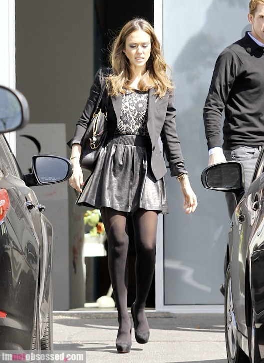 jessica-alba2012-03-08_07-38-26steps-out-in-style
