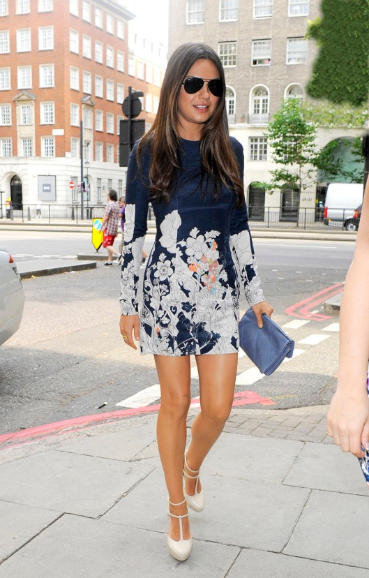 Doc_mila_kunis_leggy_in_london_01
