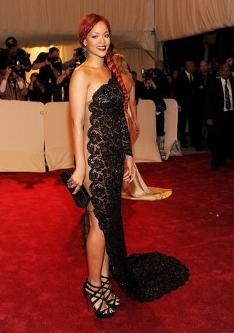 Rihanna-Red-Carpet-Dresses-on-Met-Gala-Costume-Institute