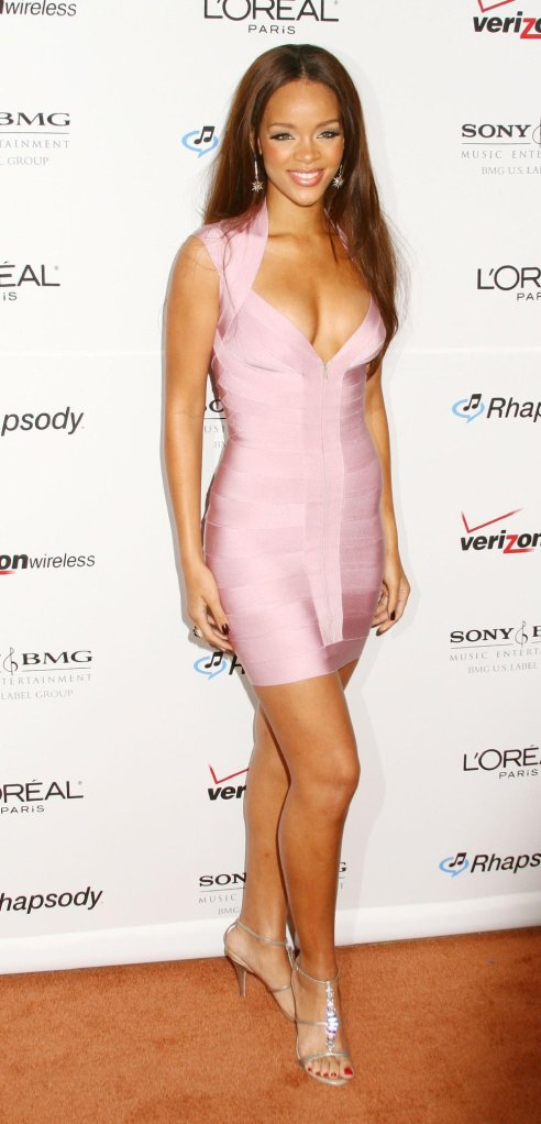 rihanna_light_pink_tight_dress