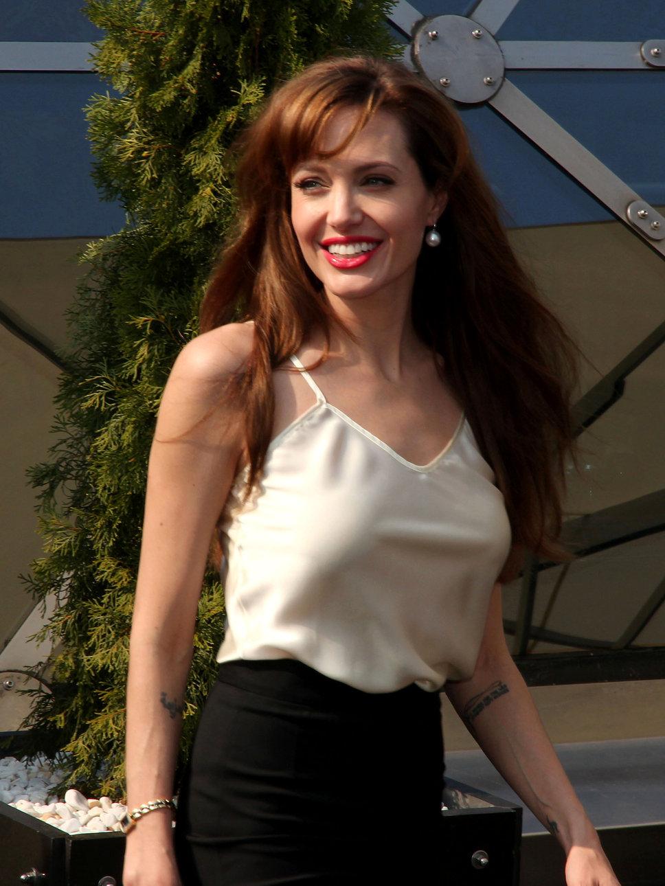 Angelina Jolie Look Using All Drugstore Makeup: Queen Of The Week : Angelina Jolie