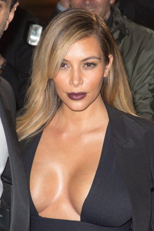 kim-kardashian-dark-lipstick-paris-w724