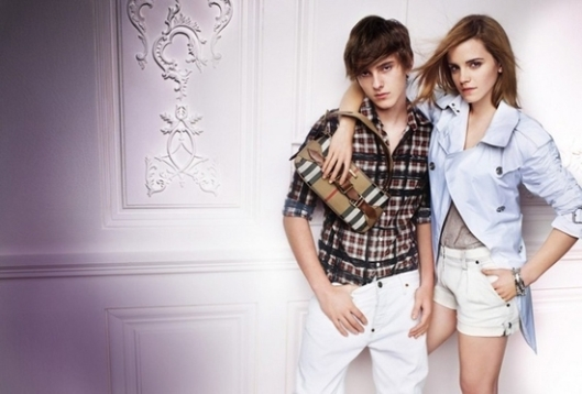 Emma-Watson-Is-Missing-a-Leg-in-New-Burberry-Add-2