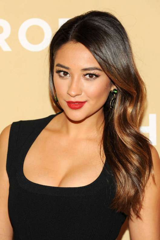 Shay-Mitchell--2013-CNN-Heroes--04