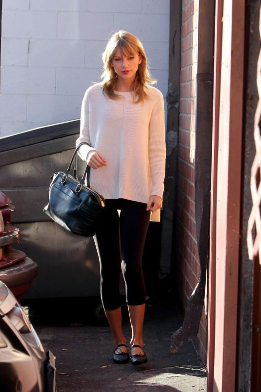 taylor-swift-street-style-arriving-to-a-dance-studio-in-la_3