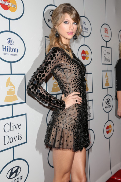 Taylor+Swift+2014+HYUNDAI+GRAMMYs+Clive+Davis+9r-zBGy3C4Jl