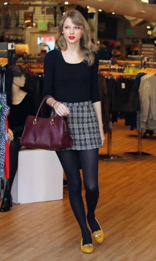 Taylor+Swift+Shops+American+Apparel+SlTevSz47Y7x